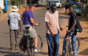 Gambia, fietsen in Afrika